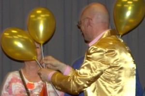 humoristische act cabaret op maat met vrolijk entertainment
